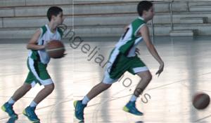 Foto de baloncesto que recoge a un niño usando el bote de velocidad