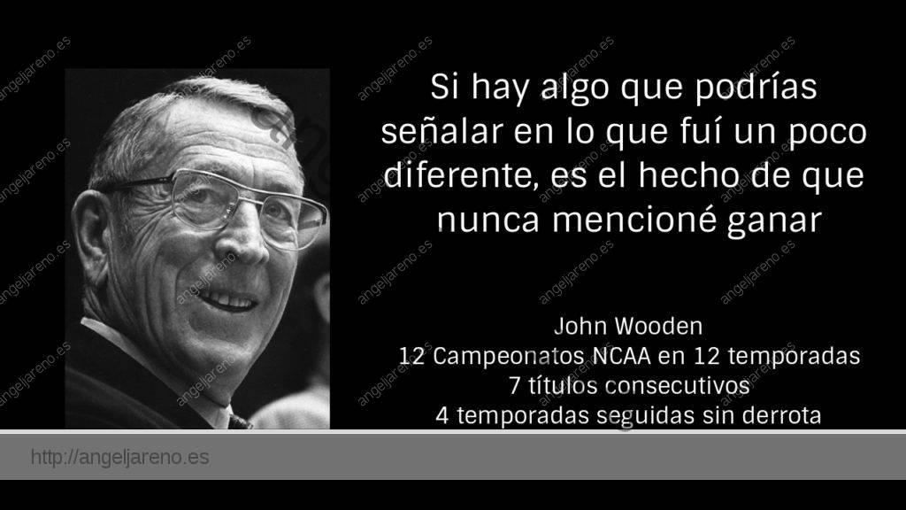 Gráfico que recoge a John Wooden y la relación con la verdadera formación afirmando que nunca mencionó ganar a sus equipos