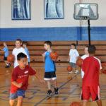 Fotografía de baloncesto que recoge a un grupo de niños entrenando al comienzo de una nueva temporada