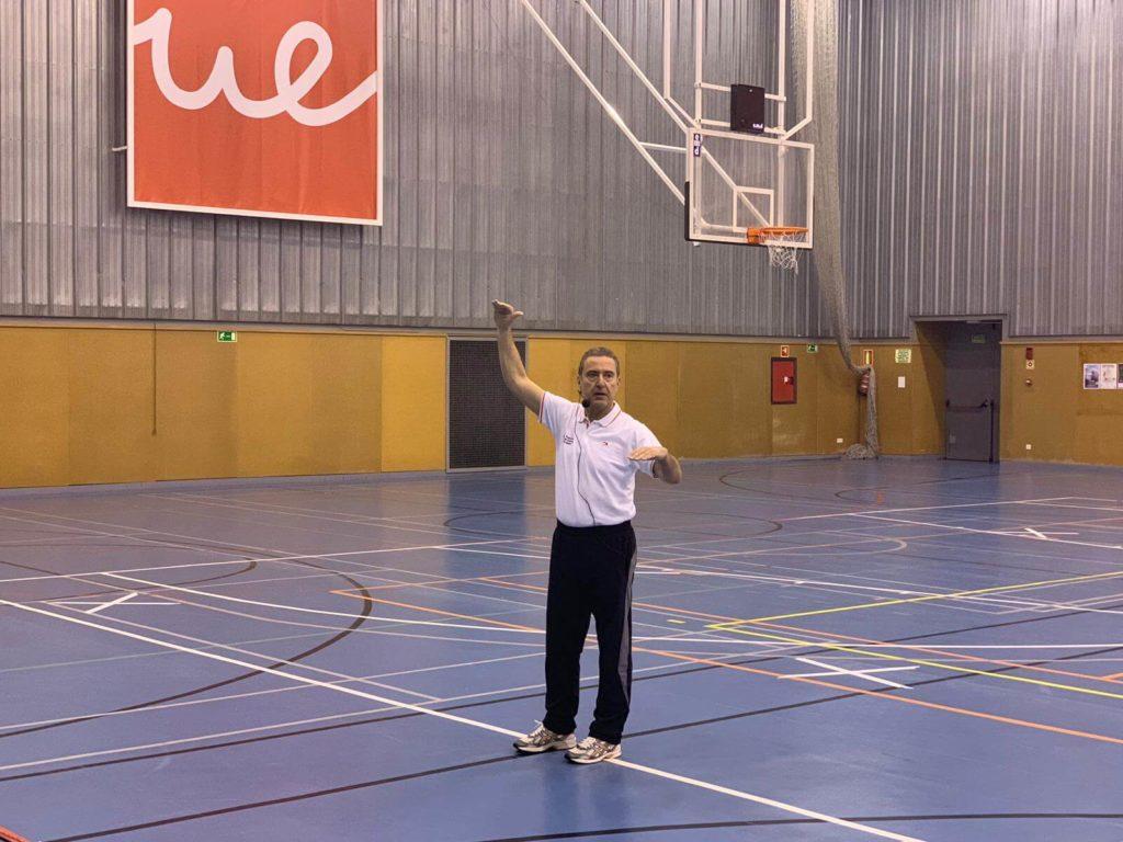 Foto de baloncesto que recoge las Charlas en IX Clinic de Navidad 2018 (Madrid) impartidas por Ángel González Jareño
